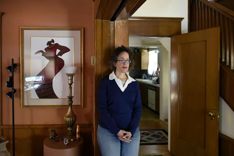 Airbnb host Cynthia Mackey poses for a portrait at her home in Oakland, CA, on Wednesday March 22, 2017, where she rents out an extra bedroom. Photo: Michael Short, Special To The Chronicle