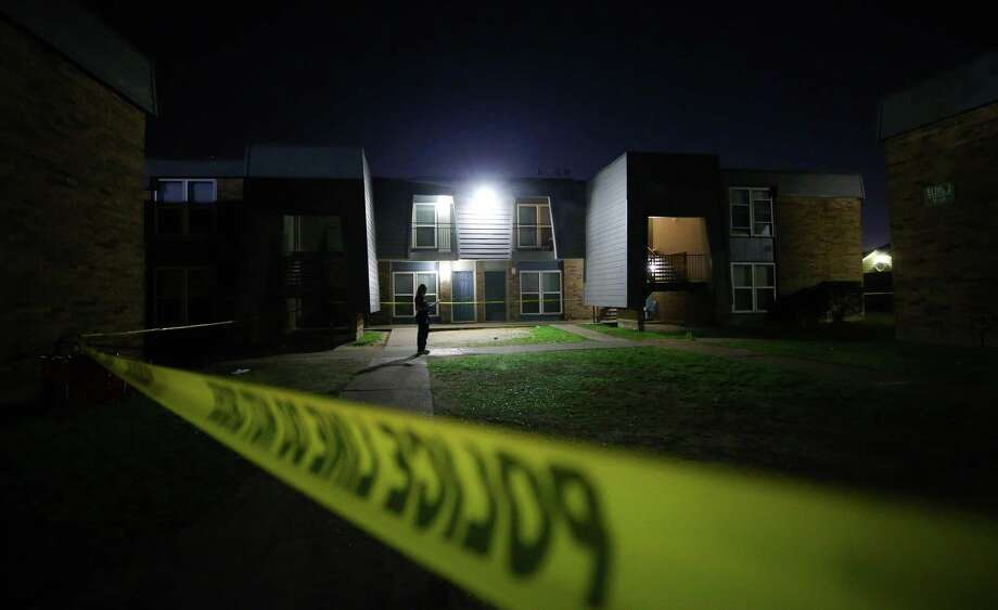 Houston Police investigate the scene where two teens died from gunshot wounds in an accidental shooting at the Missionary Village Apartments complex. Photo: Godofredo A. Vasquez, FatalAccidentalShooting / Houston Chronicle