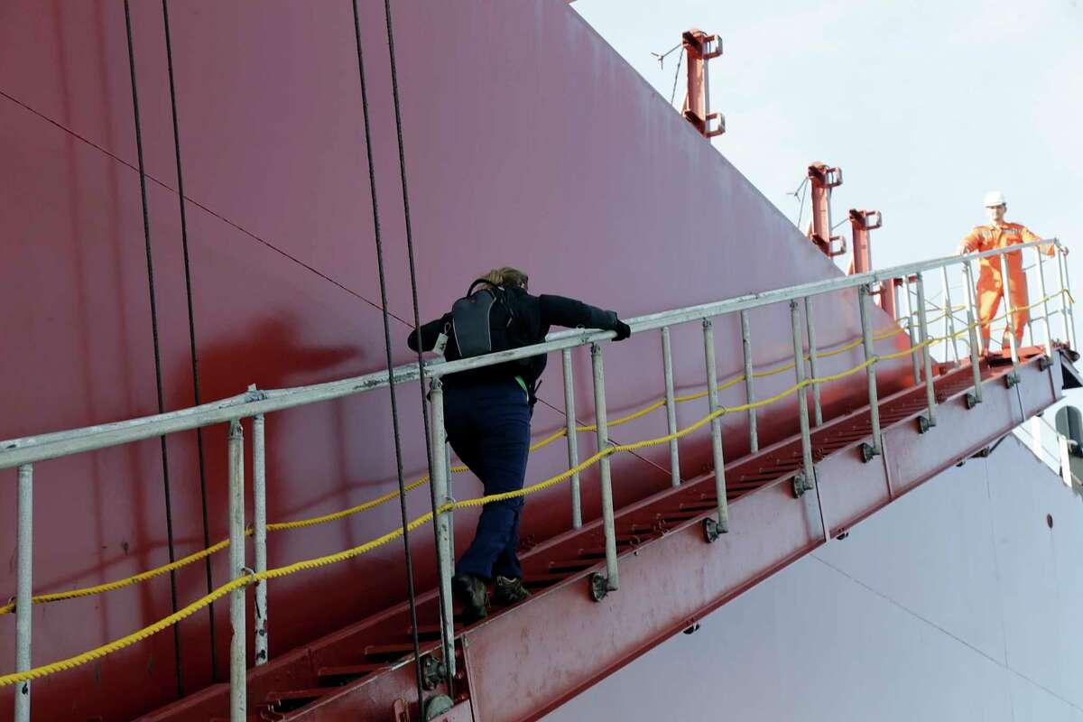 Houston Pilots Captain Kristi Taylor boards the oil tanker Pamisos in the Houston Ship Channel in Galveston Bay Jan. 3, 2017, in Houston. ( James Nielsen / Houston Chronicle )
