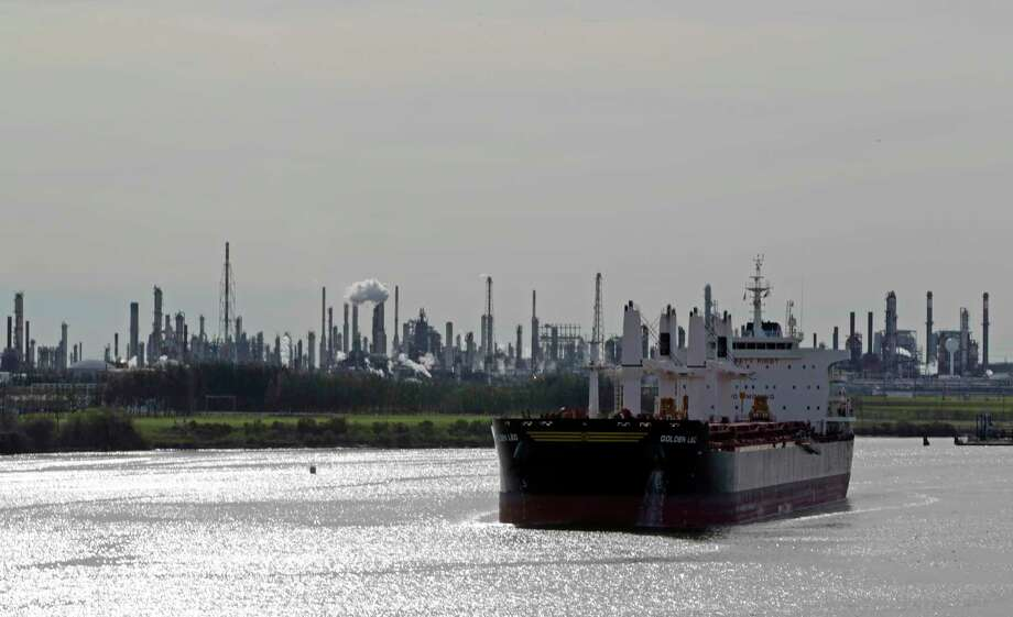 How many ships travel the Houston Ship Channel on a typical day?