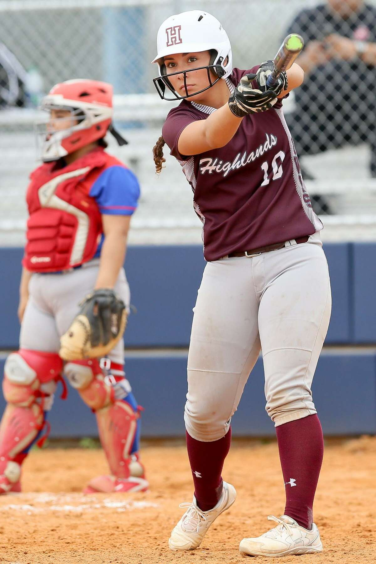 Highlands' Alyssa Flores warms up as she comes to the plate during the third inning of their District 28-5A softball game with Memorial at the SAISD Softball Complex on Thursday, March 16, 2017. Highlands beat Memorial 15-0 in three innings. MARVIN PFEIFFER/ mpfeiffer@express-news.net