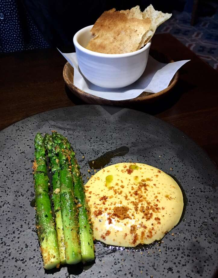 Rooh: Asparagus with cauliflower mousse and dosa chips