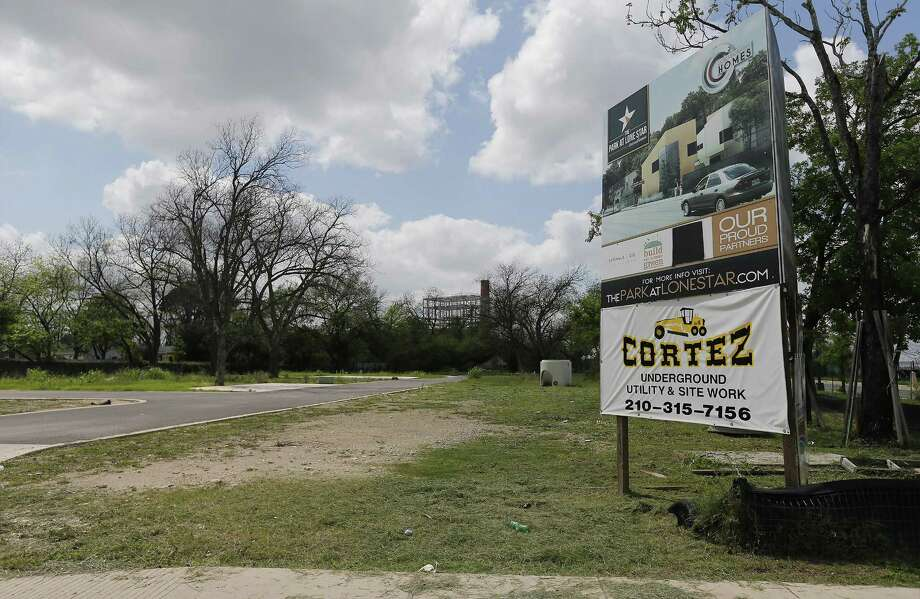 Efraim Varga said in 2013 that he expected to finish the Park at Lone Star townhome development by mid-2015, but nothing has been build. Photo: Kin Man Hui /San Antonio Express-News / ©2017 San Antonio Express-News