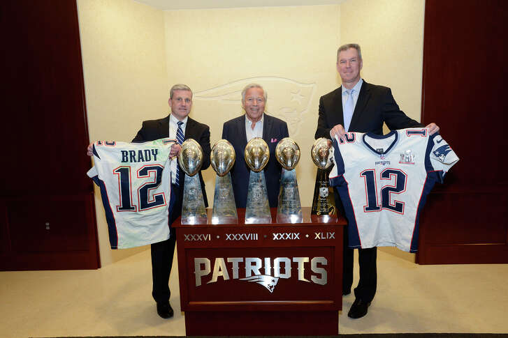 The FBI returned the previously stolen Tom Brady Super Bowl jerseys to the Patriots and team owner Robert Kraft (center) on Thursday.