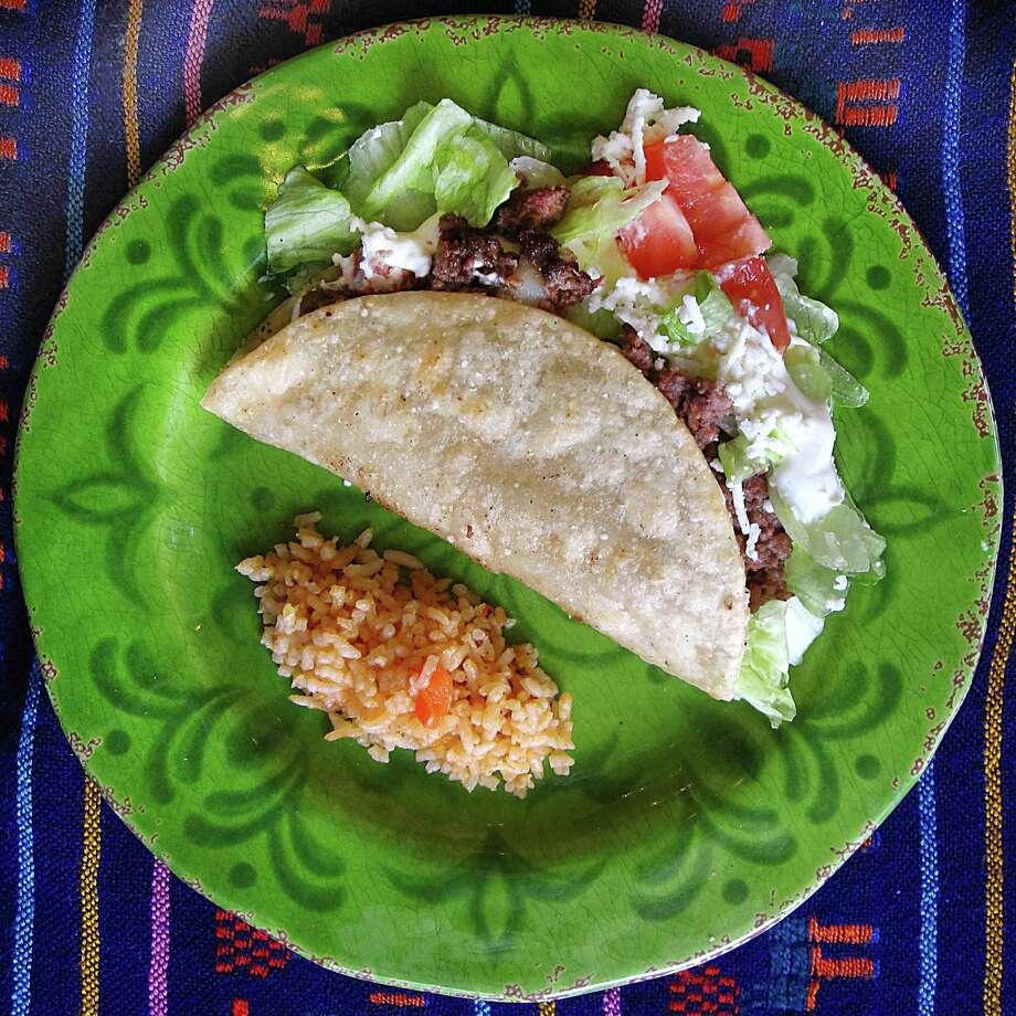 Beef taco dorado from Vida Mia on Stone Oak Parkway. Photo: Mike Sutter /San Antonio Express-News