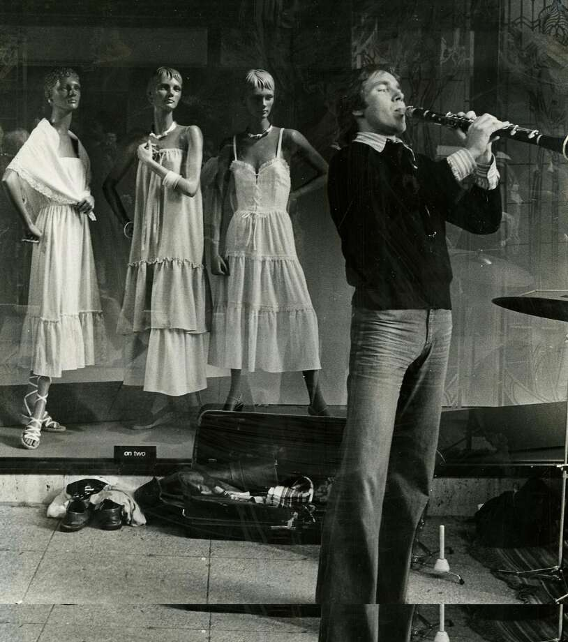 A clarinetist performs in San Francisco on Jan. 2, 1978. Photo: Phiz Mezey, San Francisco Chronicle