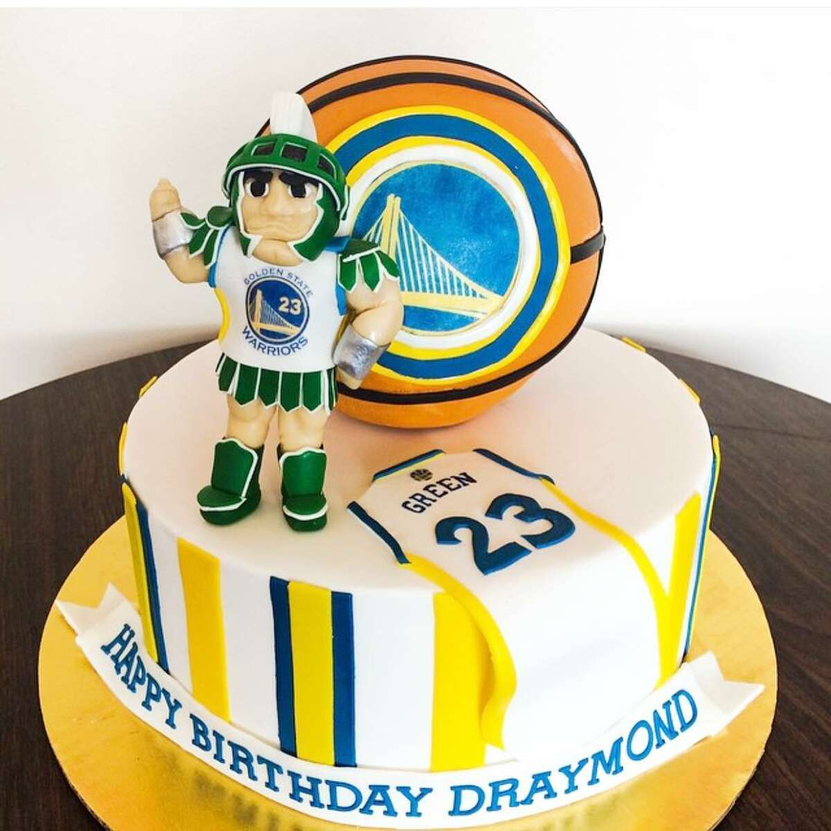 A cake made for Draymond Green's birthday, honoring both the Warriors and his college team, the Spartans.