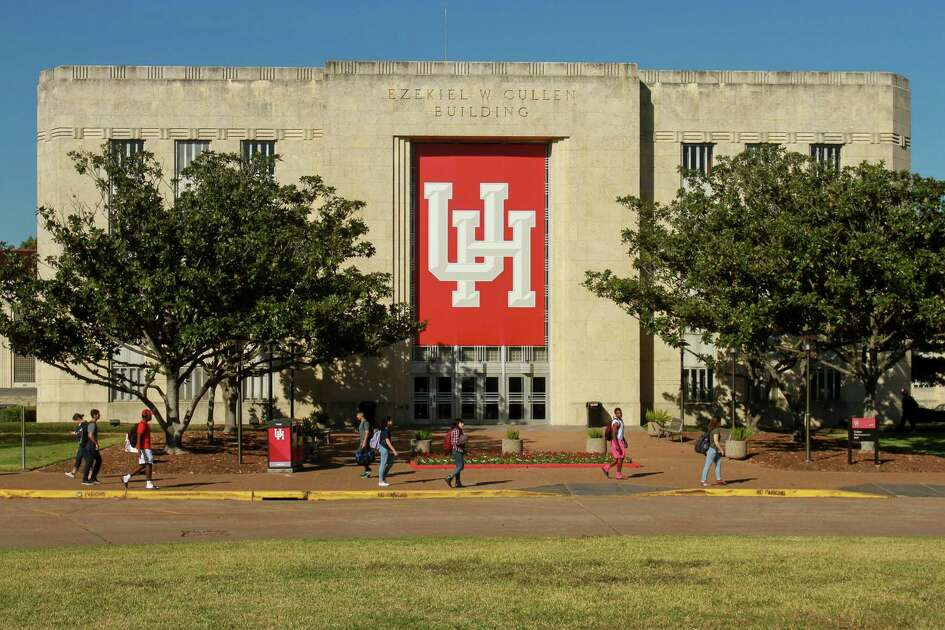 Students walk in front of the Ezekiel W. Cullen building at the University of Houston. (Gary Fountain/For the Chronicle)