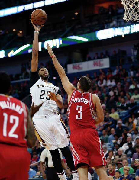 Forward Anthony Davis, left, didn't have new addition DeMarcus Cousins when the Pelicans defeated Ryan Anderson and the Rockets a week ago. Photo: Gerald Herbert, STF / Copyright 2017 The Associated Press. All rights reserved.