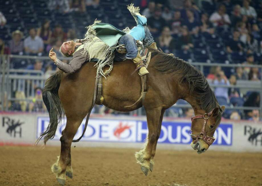 Tyler Nelson held on long enough in the bareback riding semifinal Thursday at RodeoHouston, tying with Mason Clements for first to earn a spot in the finals. Photo: J. Patric Schneider, Freelance / © 2017 Houston Chronicle