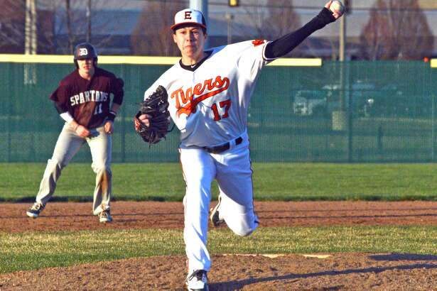 Edwardsville senior Isaac Garrett delivers a pitch during the seventh inning of Thursday's game against De Smet at Tom Pile Field.