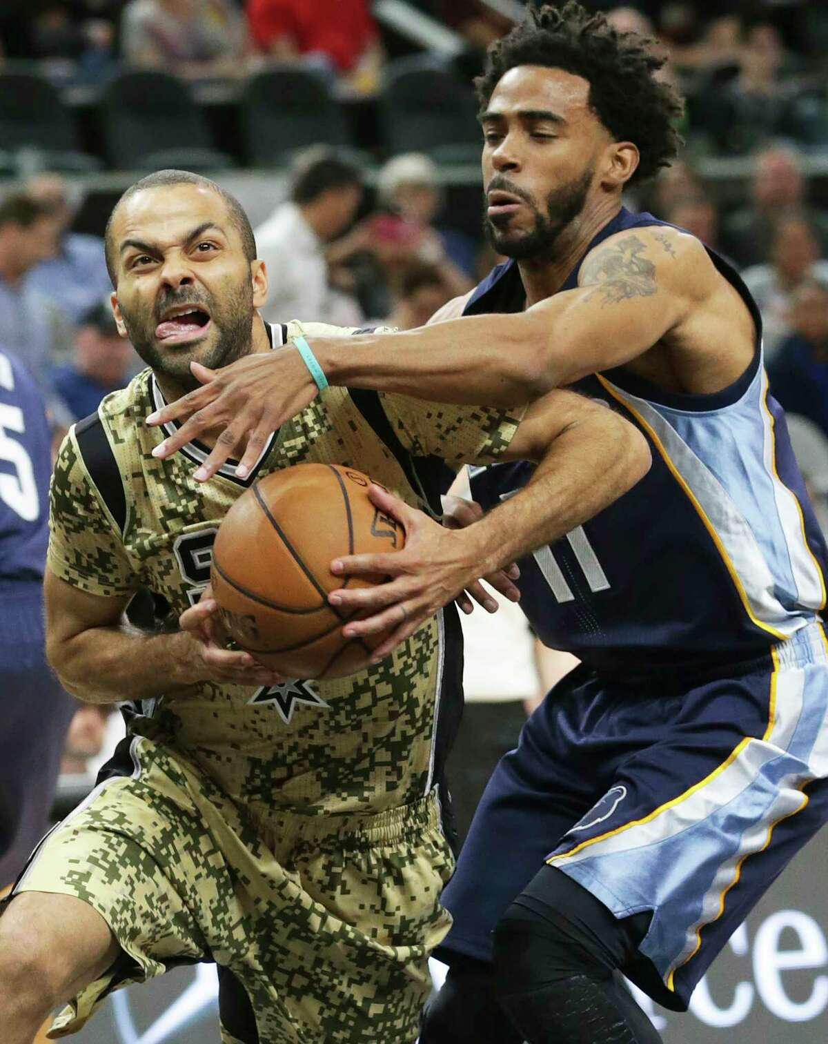 The Spurs' Tony Parker, left, fights his way past the Grizzlies' Mike Conley to the basket during Thursday's game.
