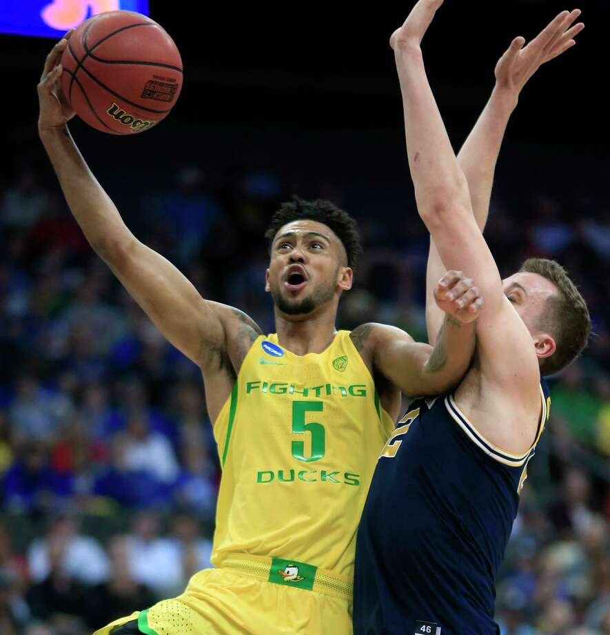 Oregon guard Tyler Dorsey (5) drives to the basket past Michigan guard Duncan Robinson during the first half of a regional semifinal of the NCAA men's college basketball tournament, Thursday, March 23, 2017, in Kansas City, Mo. (AP Photo/Orlin Wagner) ORG XMIT: MOCN118 Photo: Orlin Wagner / Copyright 2017 The Associated Press. All rights reserved.