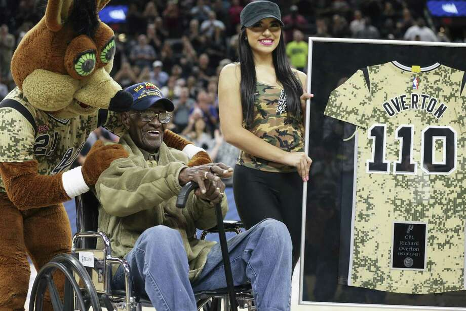 Richard Overton is recognized as the oldest WWII veteran as the Spurs host the Grizzlies at the AT&T Center on March 23, 2017. Overton  was the nation's oldest man and World War II veteran. He died Dec. 27. Photo: Tom Reel, Staff / San Antonio Express-News / 2017 SAN ANTONIO EXPRESS-NEWS