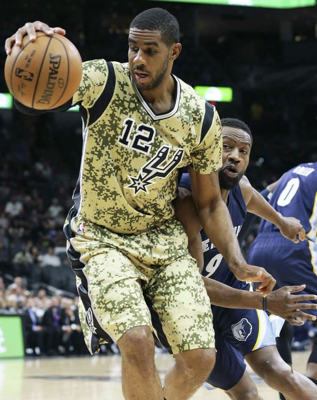 LaMarcus Aldridge gets away from Tony Allen on a spin move as the Spurs host the Grizzlies at the AT&T Center on March 23, 2017.