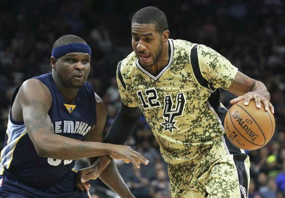 LaMarcus Aldridge works on old foe Zach Randolph as the Spurs beat Memphis on March 23. Photo: Tom Reel /San Antonio Express-News / 2017 SAN ANTONIO EXPRESS-NEWS