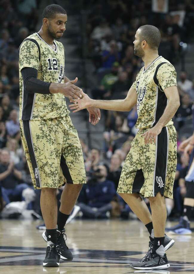 LaMarcus Aldridge takes congratulations from Tony Parker as the Spurs host the Grizzlies at the AT&T Center on March 23, 2017. Photo: Tom Reel, Staff / San Antonio Express-News / 2017 SAN ANTONIO EXPRESS-NEWS