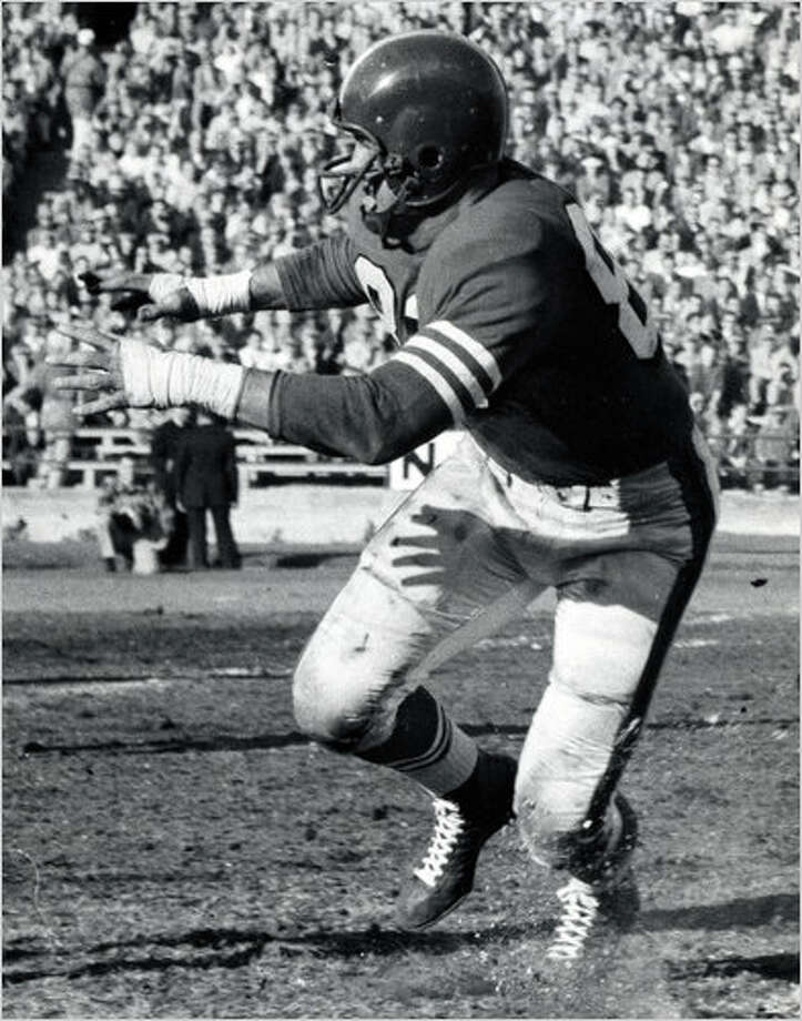 """Clay Matthews, 88, was a two-way player for the San Francisco 49ers and a veteran of the Korean War, the first of three generations of NFL players in what has been called as """"football's first family."""" Photo: New York Times"""