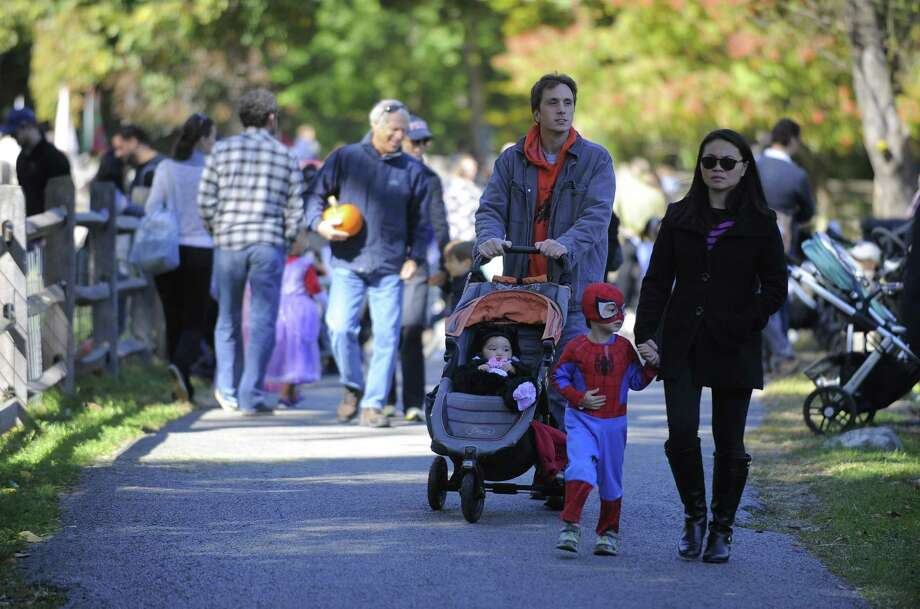 Families enjoy the activities of Harvest Fest at the Stamford Museum and Nature Center on Saturday, Oct. 15, 2016 in Stamford, Connecticut. The two-day event which features a Revolutionary War re enactment from the 5th Connecticut Regiment, story telling, hayrides, pumpkin carving and many activities for families to enjoy concludes on Sunday. Photo: Matthew Brown / Hearst Connecticut Media / Stamford Advocate