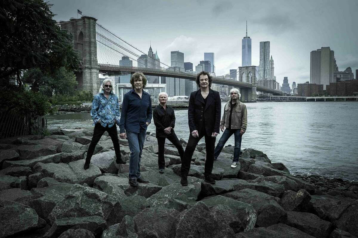 Left to right: Tom Toomey (guitar); Rod Argent (keyboards, vocals); Jim Rodford (bass); Colin Blunstone (vocals), and Steve Rodford (drums).