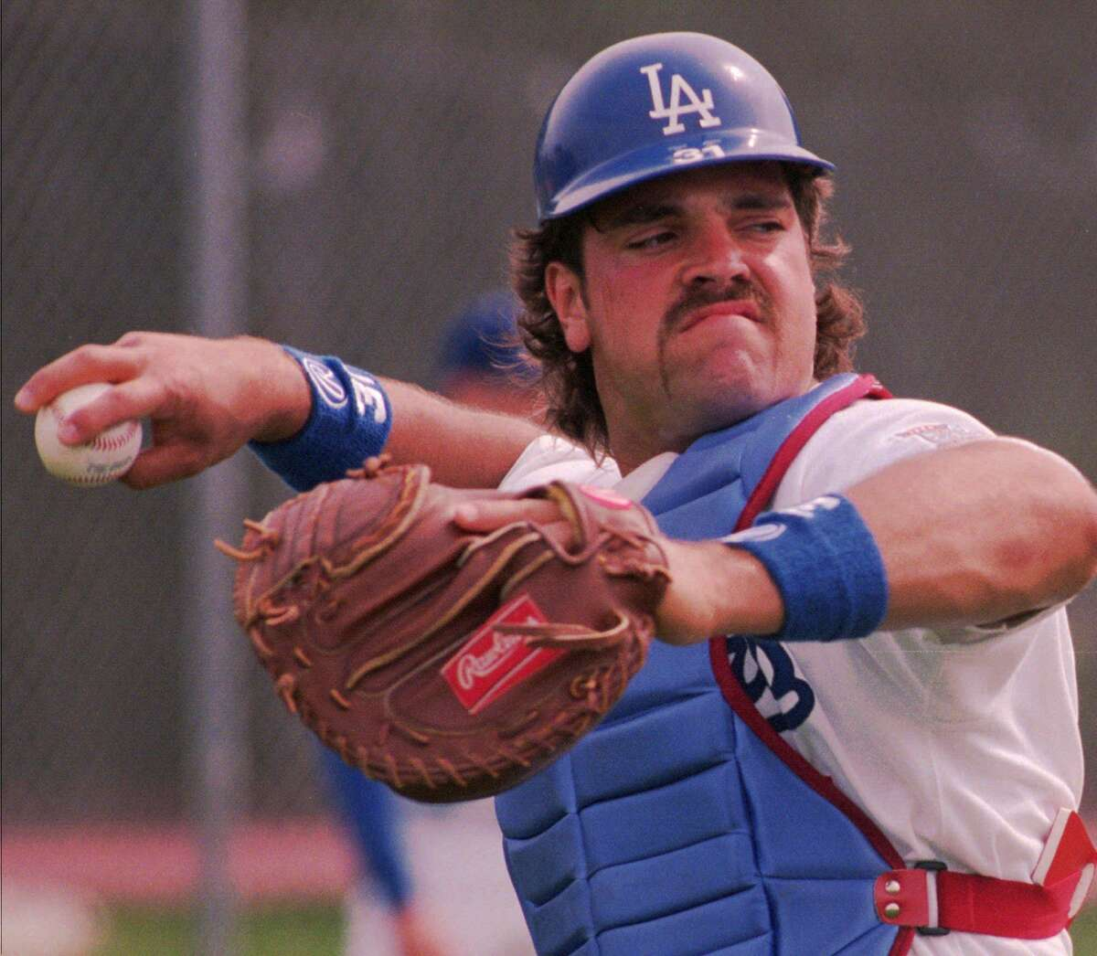 Los Angeles Dodgers catcher Mike Piazza warms up during practice in this Feb. 22, 1998, file photo.