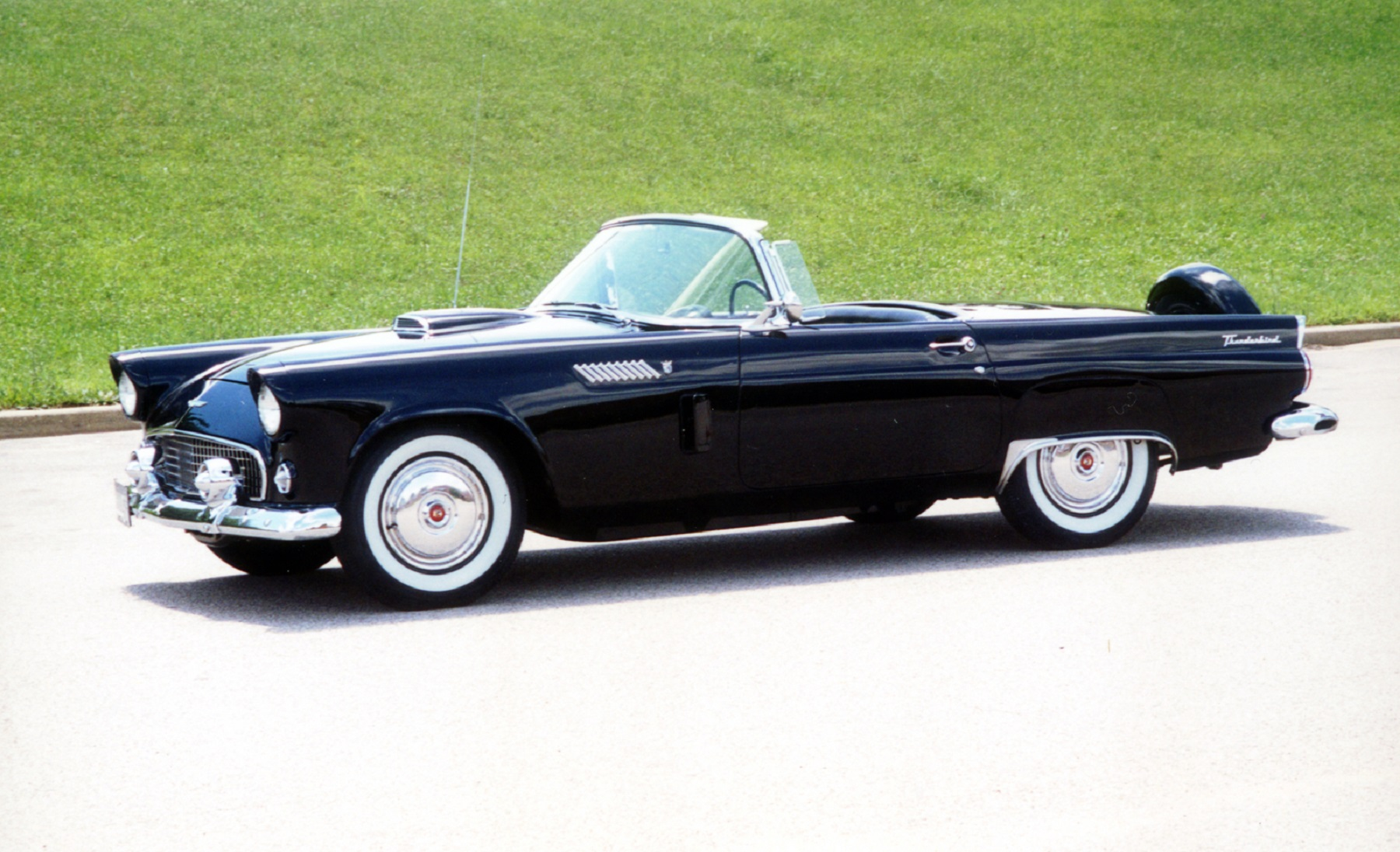 1956 Ford Thunderbird goes back to brand new quality