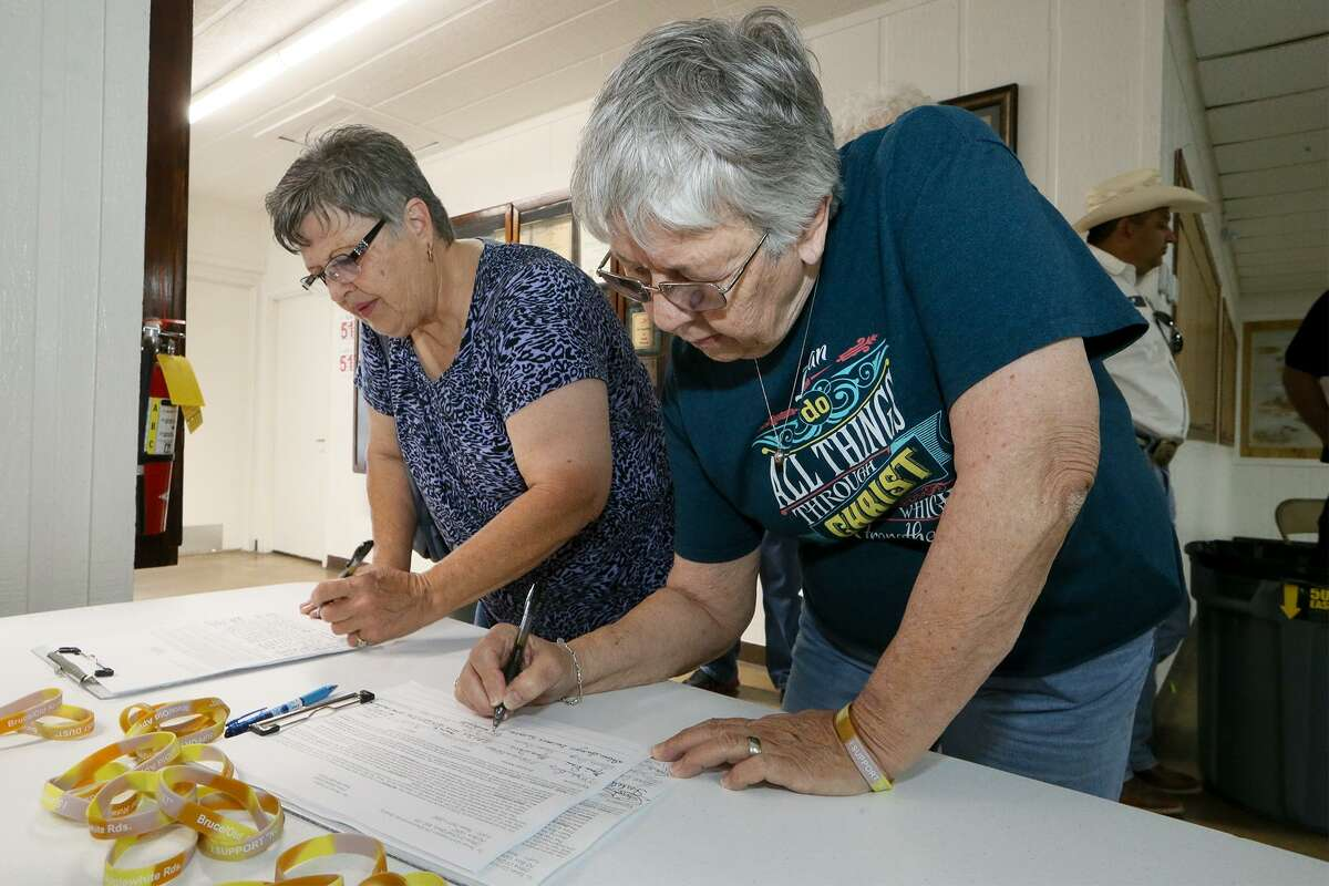 Dolores Swoyer (right) and Donna Norris sign petitions opposing the sand mine during a community meeting at VFW Post 6970 in Poteet on Thursday, March 23, 2017 to discuss Pennsylvania based Preferred Sands plans to create a mine and plant that could process 300-400 tons of sand per hour through a Texas company, Sand Minding of Texas LLC, that it set up in the fall.