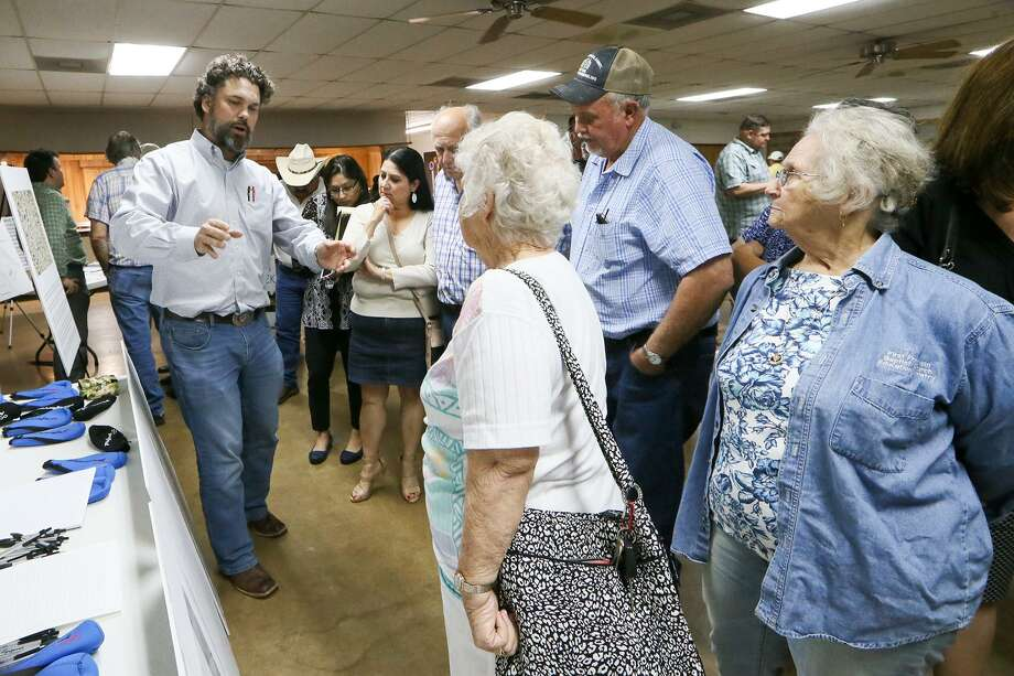 Matthew Bendernagel, director of geology with Sand Mining of Texas LLC, talks about the geology and operations of the site with citizens during a community meeting at VFW Post 6970 in Poteet in March. The meeting was set up to discuss Pennsylvania based Preferred Sands plans to create a mine and plant that could process 300-400 tons of sand per hour through a Texas company, Sand Mining of Texas LLC. Photo: Marvin Pfeiffer /San Antonio Express-News / Express-News 2017