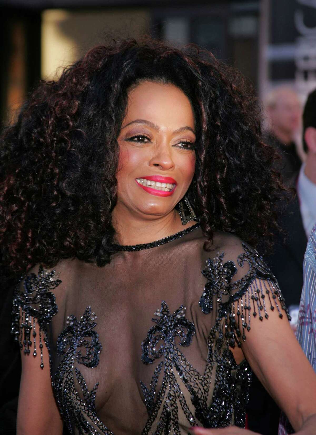 """LOS ANGELES, CA - NOVEMBER 14: Singer Diana Ross arrives to the 32nd Annual """"American Music Awards"""" at the Shrine Auditorium November 14, 2004 in Los Angeles, California. (Photo by Carlo Allegri/Getty Images)"""