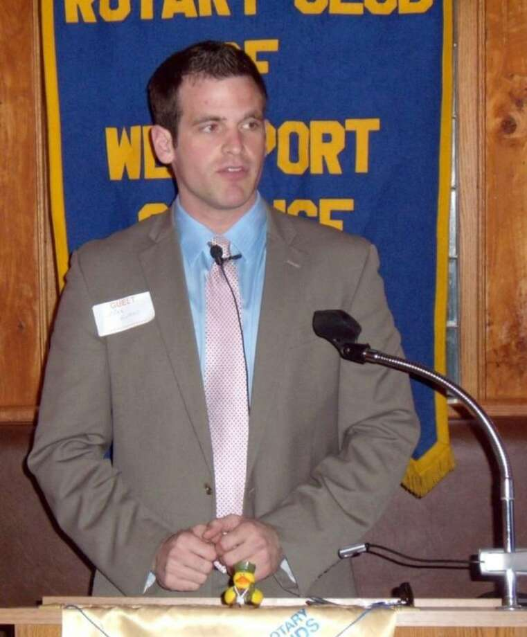 Mike Evans, a Weston boys basketball alumnus, speaks at the Westport Sunrise Rotary about his experience of playing professional basketball in Ireland and using basketball as a tool to unite people from different backgrounds. Photo: Contributed Photo / Hal Levy