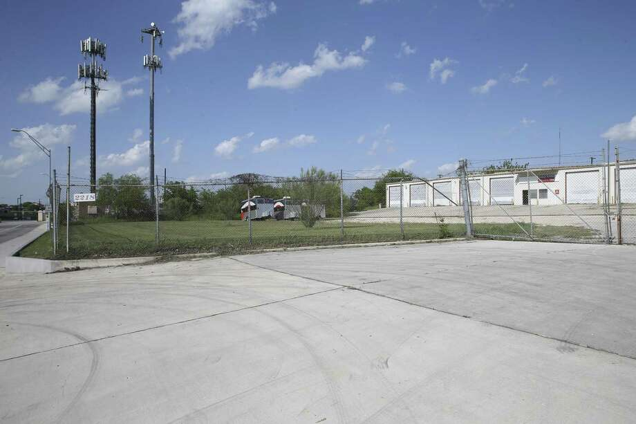 Two local developers are piecing together properties outside the main gate to Joint Base San Antonio-Fort Sam Houston for a potential mixed-use development. Photo: Tom Reel /San Antonio Express-News / 2017 SAN ANTONIO EXPRESS-NEWS