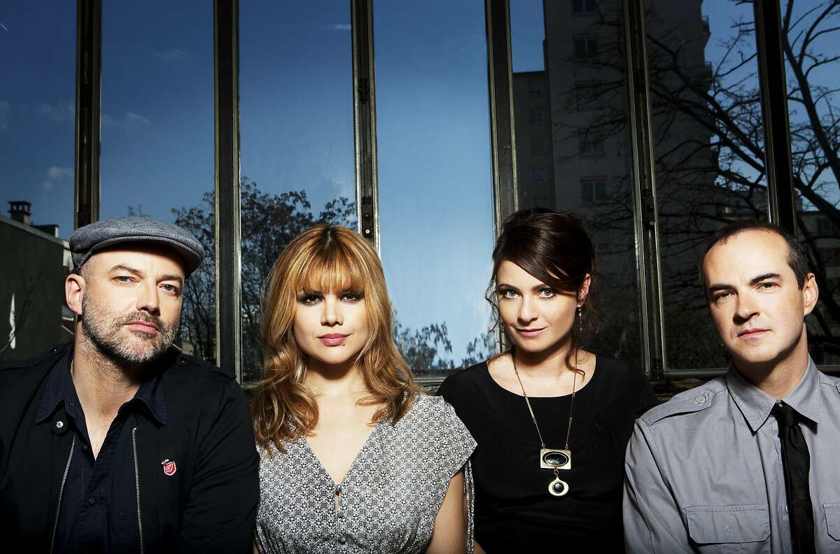Nouvelle Vague takes hits from the '80s and gives them a jazzy �60s pop makeover.