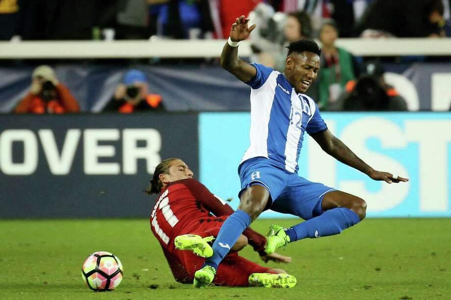 Honduras midfielder Romell Quioto (12) gets fouled by the USA midfielder Alejandro Bedoya (11) during the first half of a CONCACAF Gold Cup Group stage soccer match at Avaya Stadium on Friday, March 24, 2017, in San Jose, Calif. U.S.A leads 3-0 at half time. Photo: Santiago Mejia, The Chronicle / ONLINE_YES