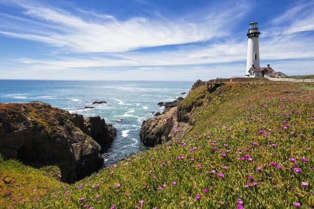 USA, California, Big Sur, Pacific Coast, National Scenic Byway, View to Pigeon Point Lighthouse