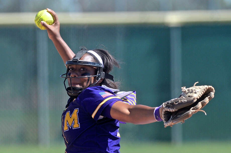 Midland High's Deandra Allen (15) pitches against Lee on March 25, 2017, at Audrey Gill Sports Complex. James Durbin/Reporter-Telegram Photo: James Durbin