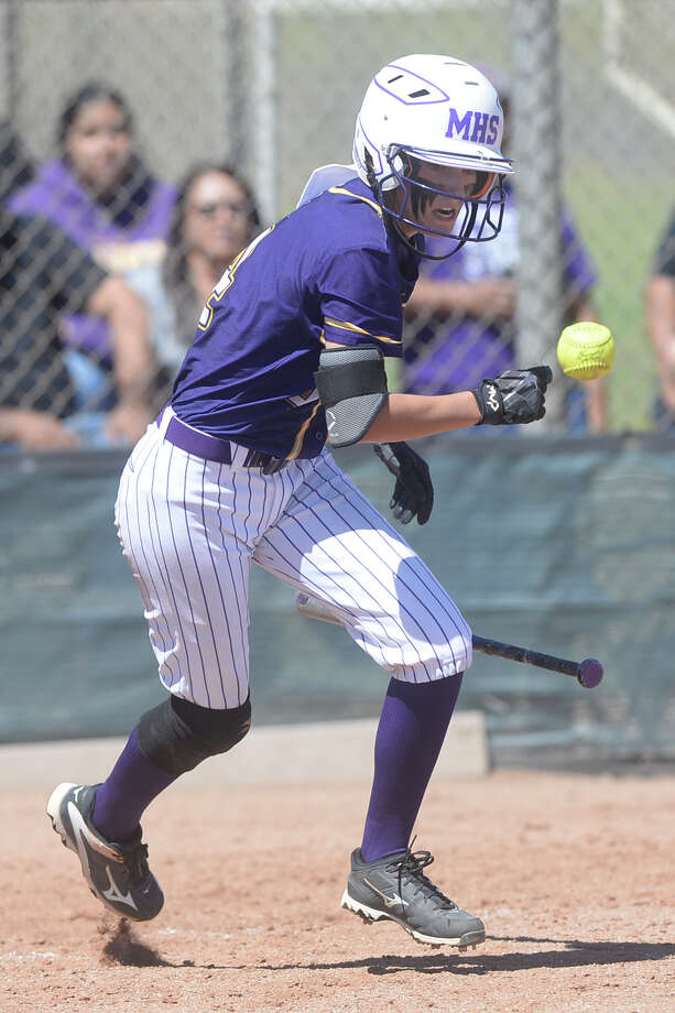 Midland High's Shea Keithley (4) bats against Lee on March 25, 2017, at Audrey Gill Sports Complex. James Durbin/Reporter-Telegram Photo: James Durbin