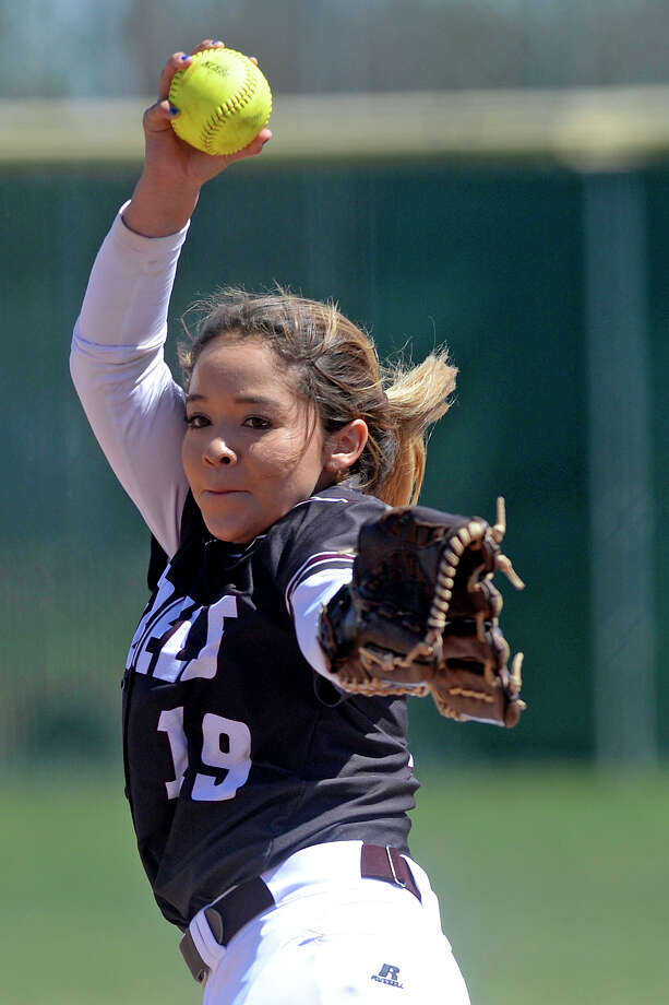 Lee's Mel Marin (19) pitches against Midland High on March 25, 2017, at Audrey Gill Sports Complex. James Durbin/Reporter-Telegram Photo: James Durbin