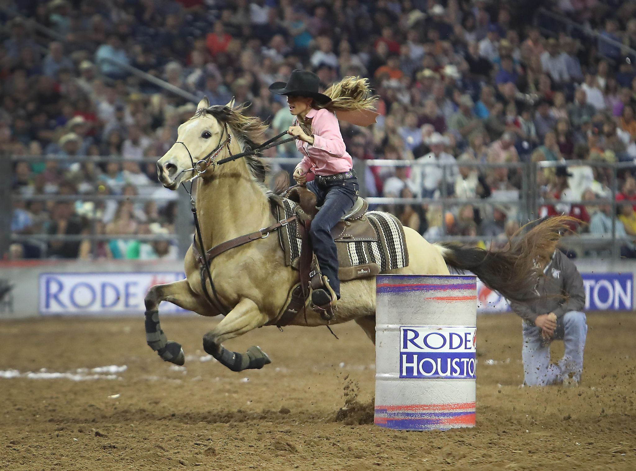 Kassie Mowry dominates barrel racing at RodeoHouston ...
