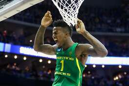 KANSAS CITY, MO - MARCH 25:  Jordan Bell #1 of the Oregon Ducks dunks the ball in the second half against the Kansas Jayhawks during the 2017 NCAA Men's Basketball Tournament Midwest Regional at Sprint Center on March 25, 2017 in Kansas City, Missouri.  (Photo by Jamie Squire/Getty Images)