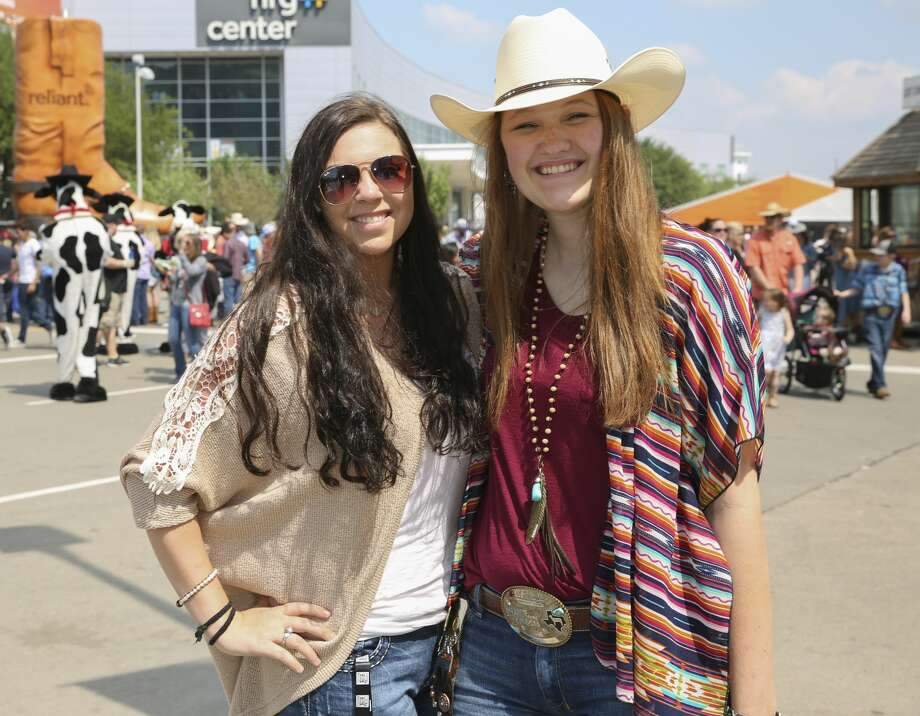 Fans of Houston Livestock Show and Rodeo and Zac Brown Band pose for a photo Sunday, March 26, 2017, in Houston. ( Yi-Chin Lee / Houston Chronicle ) Photo: Yi-Chin Lee/Houston Chronicle