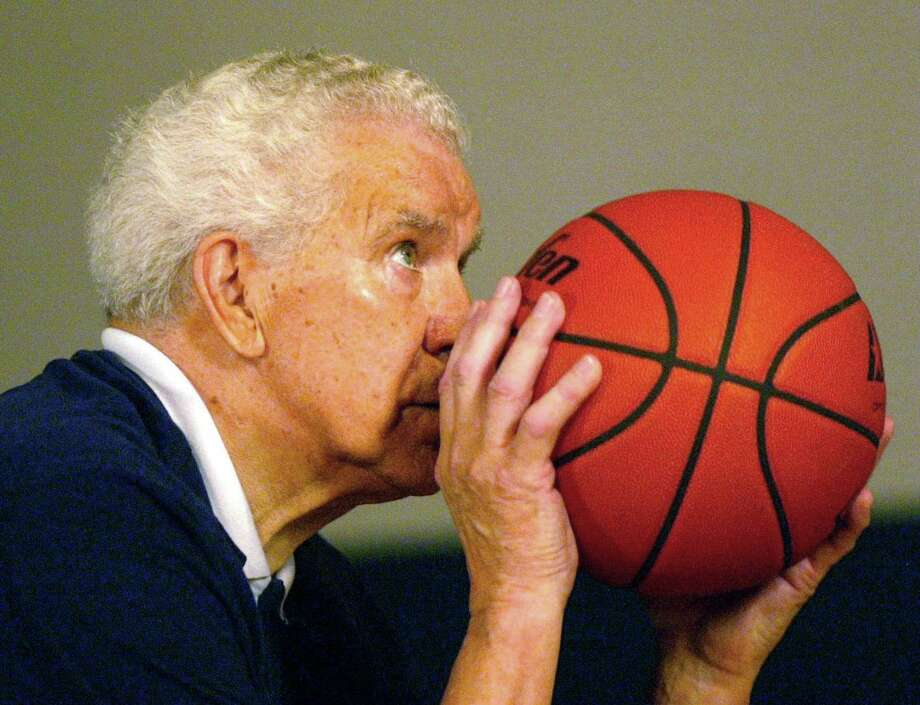 In this July 24, 2002, photo Dr. Tom Amberry shoots a free throw in Seal Beach, Calif. Amberry, a California podiatrist who made history in 1993 when he shot 2,750 consecutive free throws, has died. He was 94. Amberry died in Long Beach, Calif., on March 18, said his granddaughter, Roxanne Amberry. (Cindy Yamanaka/The Orange County Register via AP) ORG XMIT: CAANR321 Photo: Cindy Yamanaka / The Orange County Register
