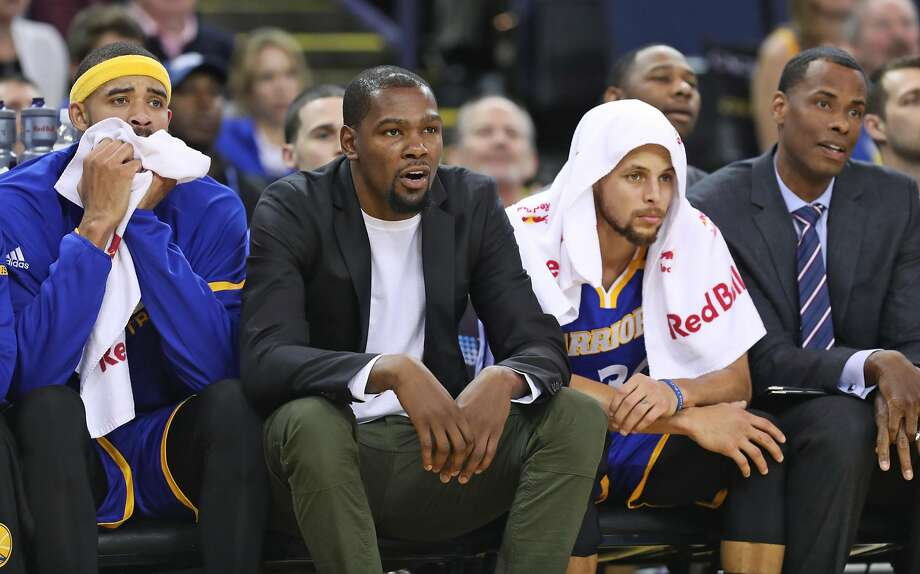 """Kevin Durant (center) was careful to remind reporters, """"I'm not on my death bed."""" Photo: Scott Strazzante, The Chronicle"""