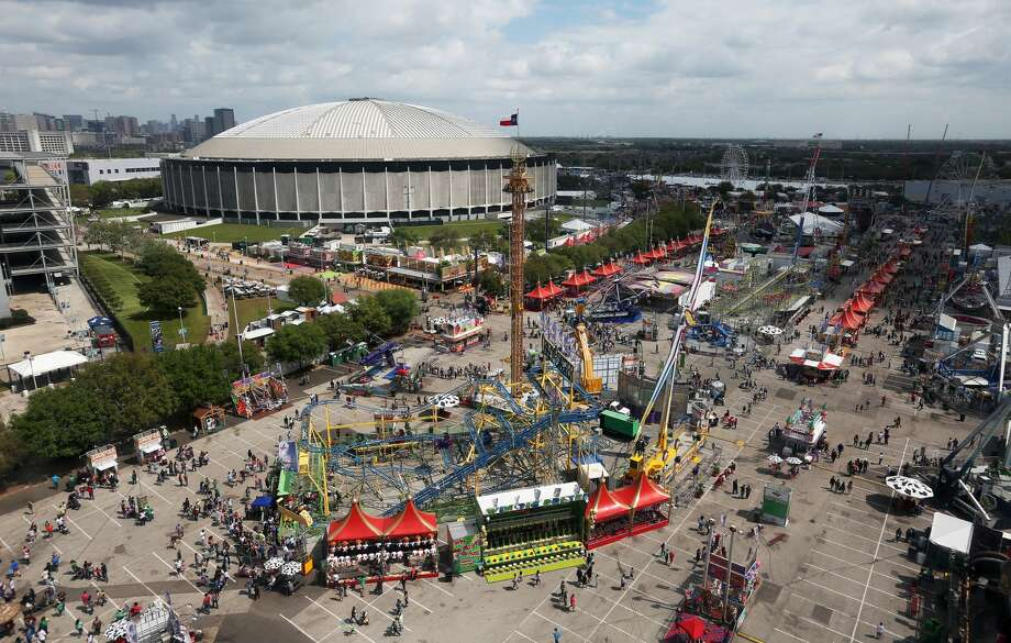 2,587,853 - Crowds and crowdsThe total attendance (which includes World's Championship Bar-B-Que Contest) for 2017 was 2,587,853 (through 5 p.m. Sunday, March 26).  Photo: Yi-Chin Lee/Houston Chronicle