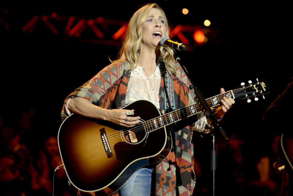 MOUNTAIN VIEW, CA - OCTOBER 25: Sheryl Crow performs during the 29th Annual Bridge School Benefit at Shoreline Amphitheatre on October 25, 2015 in Mountain View, California. (Photo by Tim Mosenfelder/Getty Images)