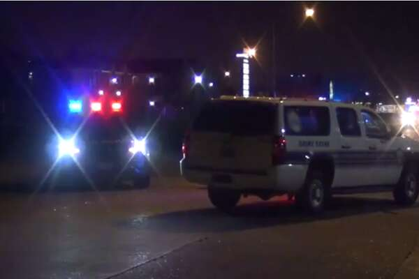 A man was found dead from an apparent gunshot wound Sunday night in west Houston. Police are struggling to find a suspect. (Metro Video)