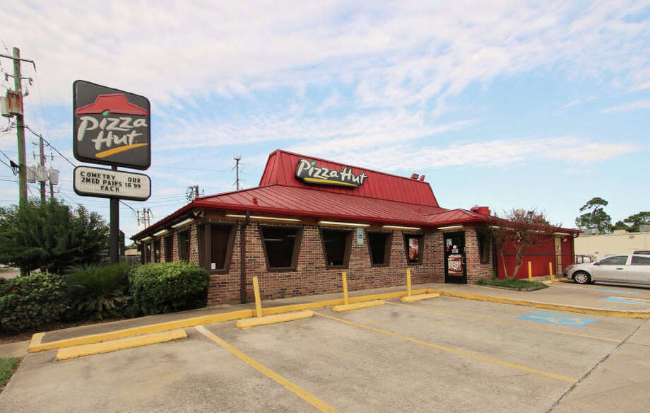 Braun Enterprises has purchased 1805 W. 18thin the Timbergrove area. The Houston-based company plans to lease the space to another restaurant operator when Pizza Hut vacates. Photo: Braun Enterprises