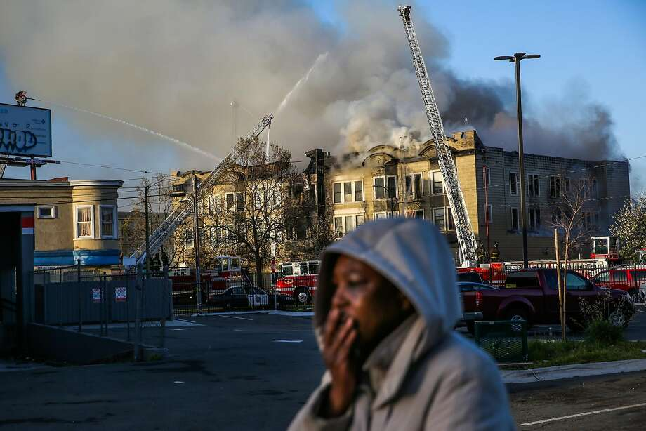 A woman gets emotional while firefighters battle an apartment building fire on San Pablo Ave. on Monday, March 27, 2017, in Oakland, Calif. Photo: Gabrielle Lurie, The Chronicle