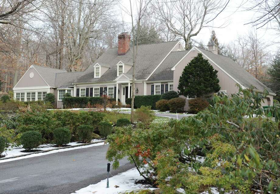 The home at 25 Knollwood Dr. in Greenwich, Conn., photographed on Wednesday, Jan. 11, 2017. Photo: Tyler Sizemore / Hearst Connecticut Media / Greenwich Time