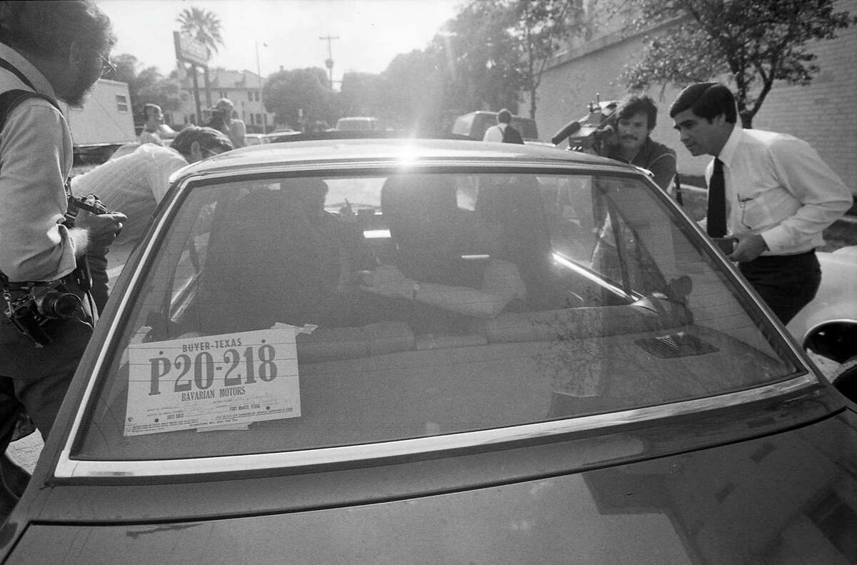 04/29/1981 - The car of Chinese ballet dancer Li Cunxin and his bride, Elizabeth Mackey, is surrounded by news media following his departure from the consulate of the People's Republic of China, 3417 Montrose, Wednesday, April 29, 1981. The couple married Monday morning and Li was detained at the consulate for more than 20 hours after Li told consular officials he wanted to remain in the United States.