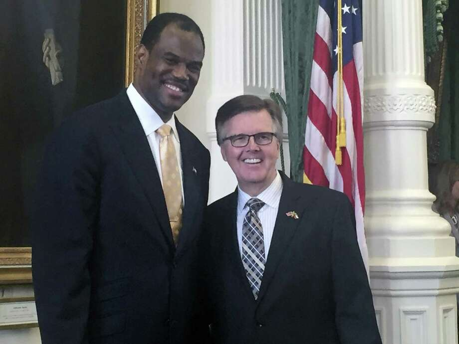 Spurs baskeball legend David Robinson, left, poses with Lt. Gov. Dan Patrick as he visits the Capitol Monday, March 27, 2017. Robinson was in Austin advocating to allow the use of public money for private schools. Photo: Peggy Fikac, Staff / San Antonio Express-News / © 2017 San Antonio Express-News